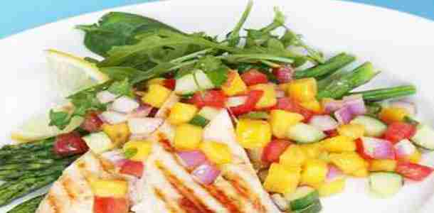 Apple-&-Mango Salad with Grilled Chicken