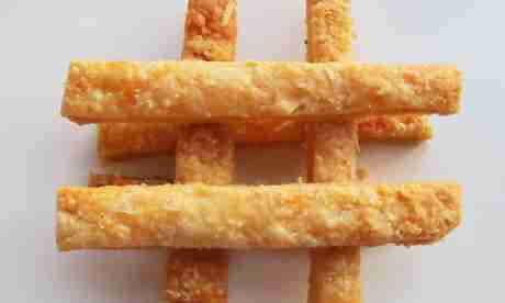 Super Cheesy Cheese Straws