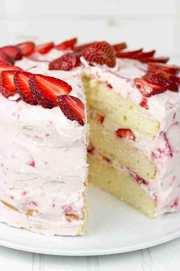 Fresh Strawberry Cake – A favorite summer dessert!