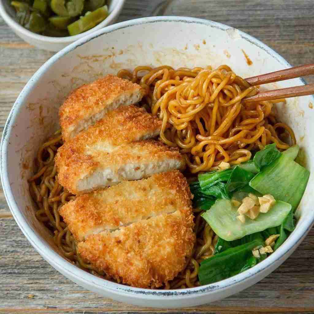 "Best Of Vegan's Instagram photo: ""Tofu Katsu noodle bowl by @woon.heng 🧡 . A crunchy & satisfying meal. Tofu Katsu is very versatile, stuff it with vegan cheese in between…"""