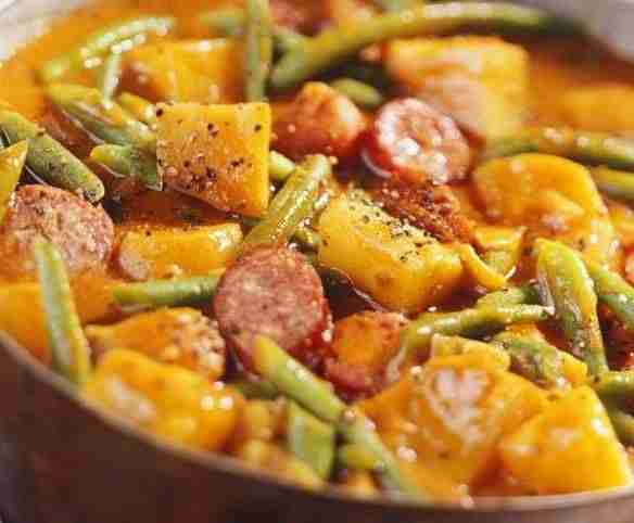 Kartoffel-Wurst-Gulasch