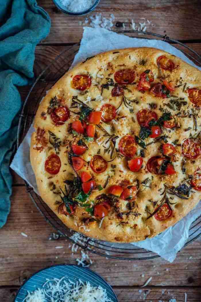 Focaccia: Grundrezept mit marinierten Tomaten ⋆ Knusperstübchen