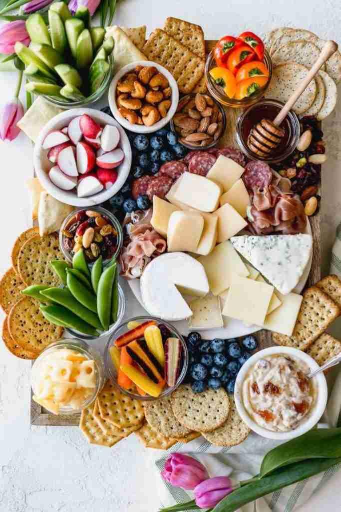 Käseplatte dekorieren und anrichten: leckere Ideen für spezielle Anlässe