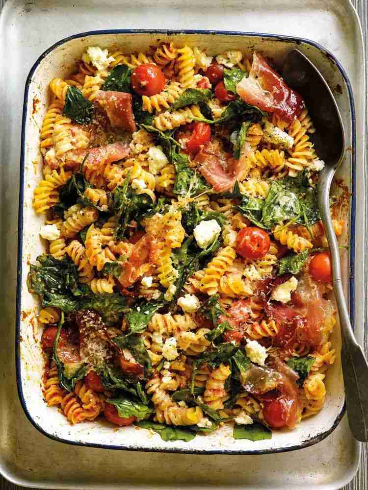 Tomato, ricotta and spinach pasta bake