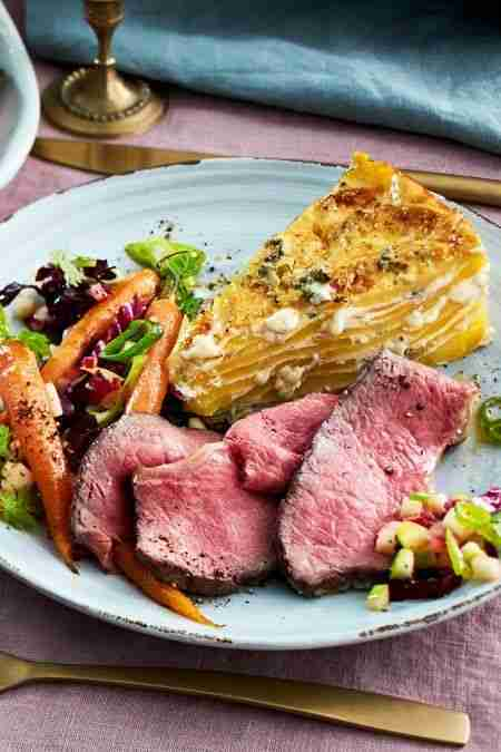 Zartes Roastbeef zu Kartoffel-Käse-Kuchen Rezept  | LECKER