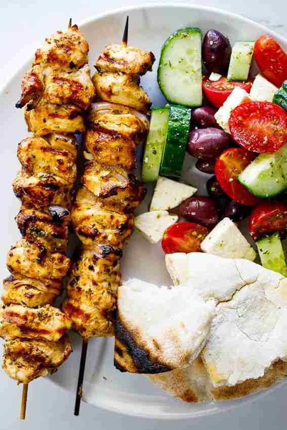 Easy Greek grilled chicken skewers – Simply Delicious