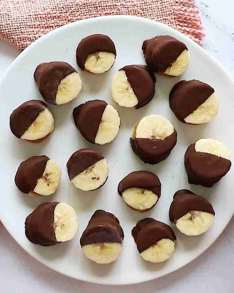 Frozen Chocolate Covered Peanut Butter Banana Bites | Healthy + Easy Recipe | Under 100 Calories