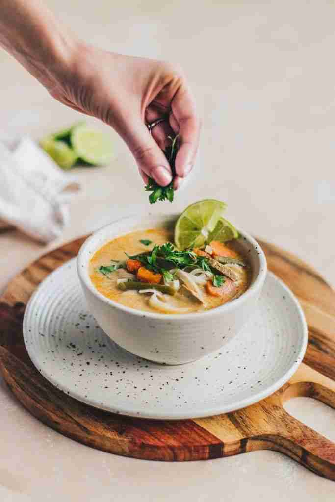 Coconut Thai Soup with Rice Noodles – 5 Minute Weeknight Dinner (Vegan + GF) | Recipe | Recipes, Asi
