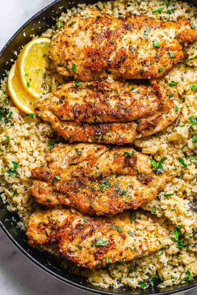 Garlic Butter Chicken with Parmesan Cauliflower Rice – Crispy, soft and SO delis…