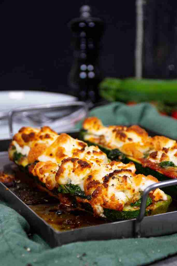 Keto Zucchini Pizza Boats with Goat Cheese – Diet Doctor