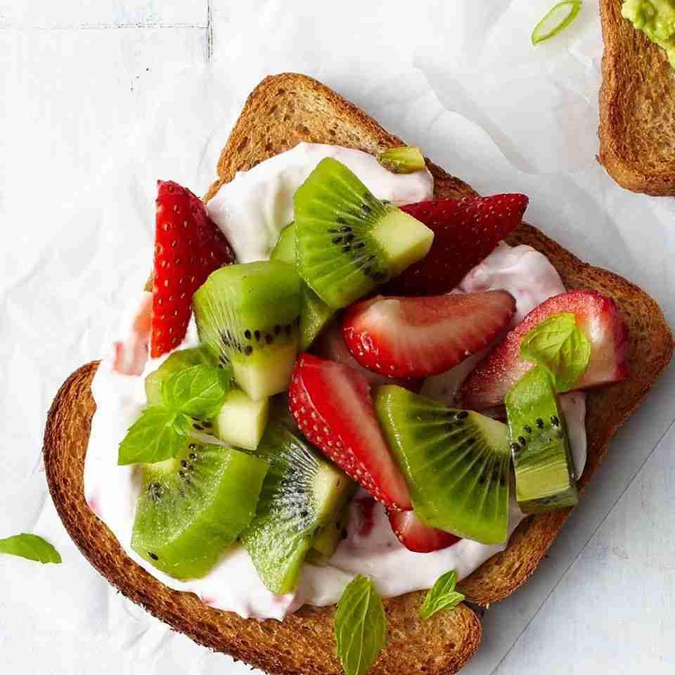 Strawberry-Kiwi Cheesecake Toast