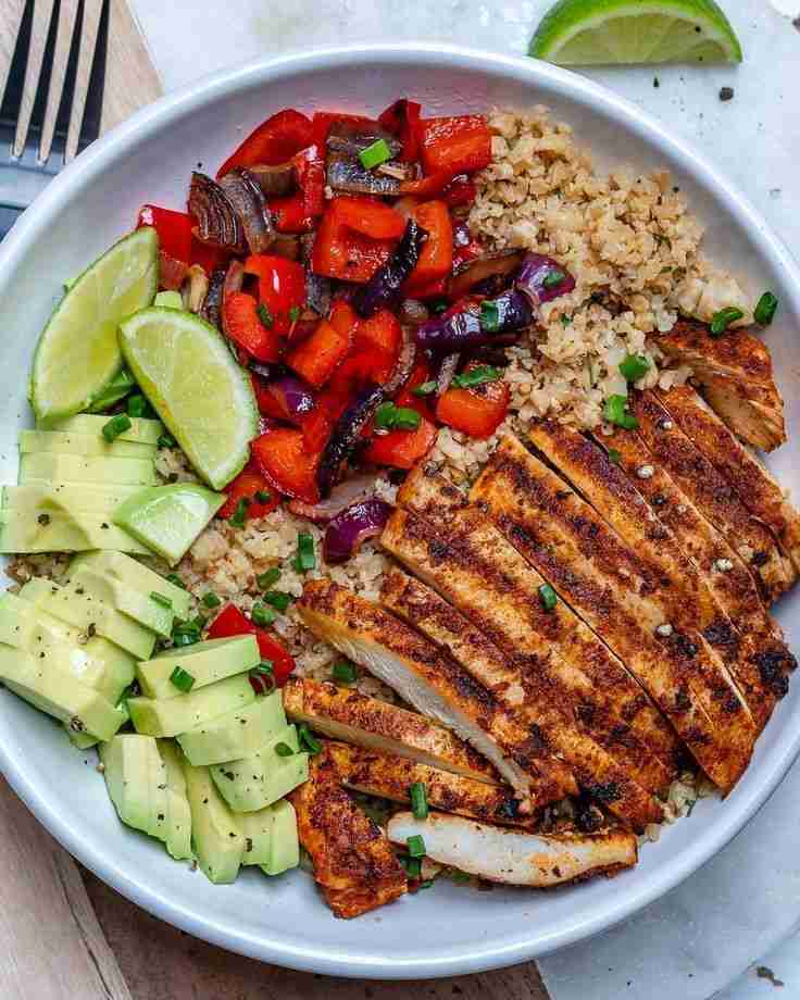 """Chicken and Cauliflower """"Rice"""" Bowls are Quick and Perfect for…"""